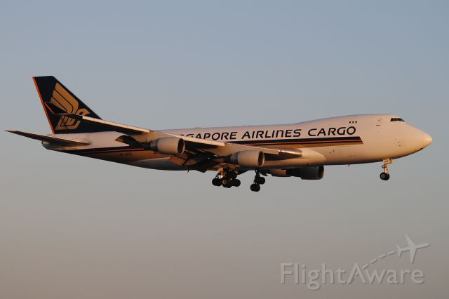 Boeing 747-400 (9V-SFG) - This is another p.m. arrival in magnificent lighting!