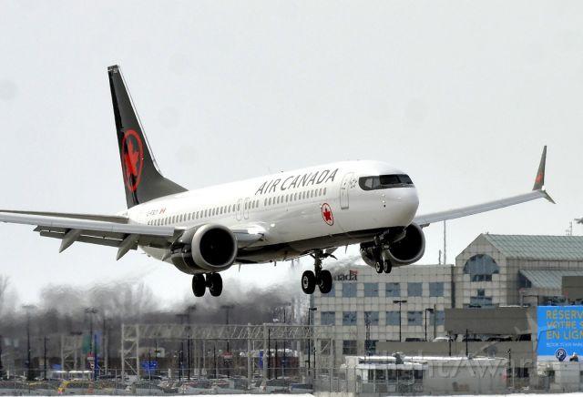 Boeing 737-800 (C-FSCY)