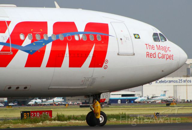 Airbus A330-200 (PT-MVC) - The Mechanical Technician and TAMbr /Canon EOS 7D