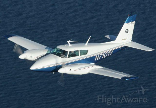 Piper PA-30 Twin Comanche (N7101Y)
