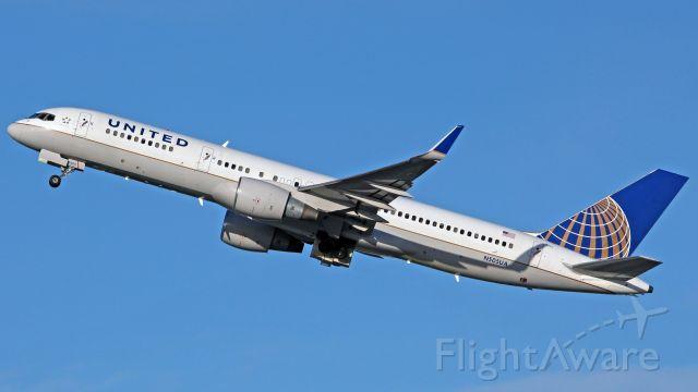 Boeing 757-200 (N505UA)