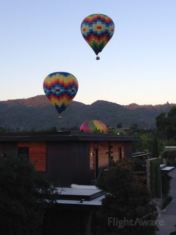 Unknown/Generic Balloon — - Napa Valley ballon rise in Yountville.