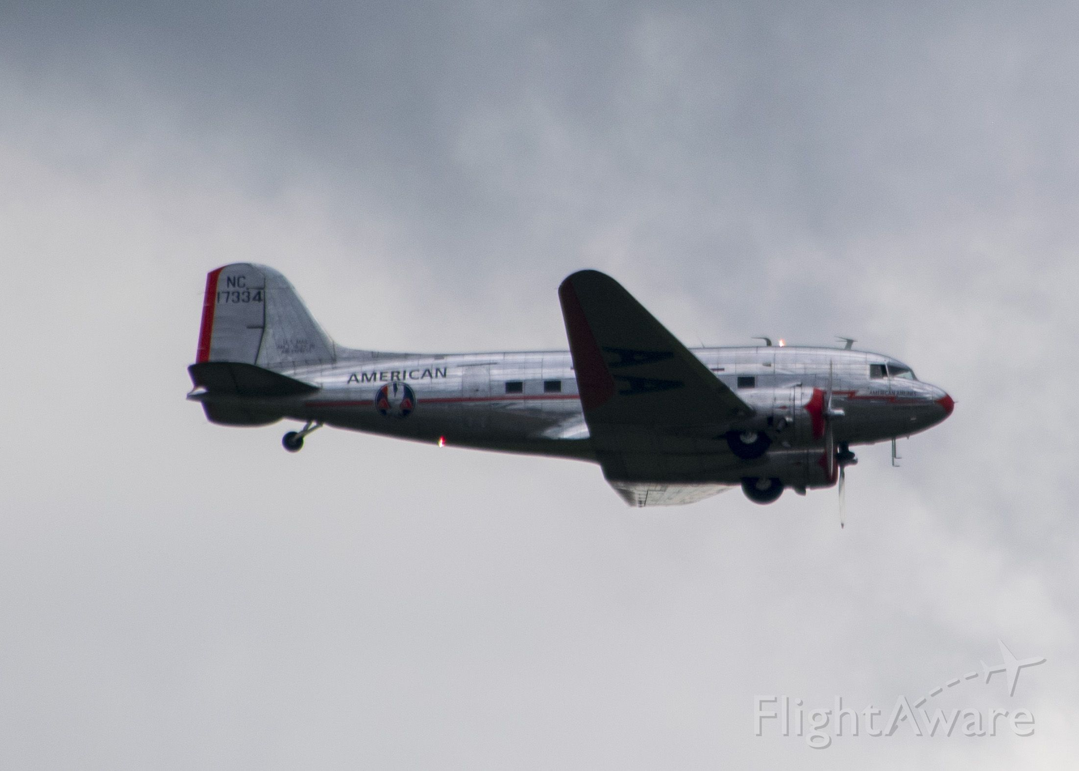 Douglas DC-3 (NC17334)