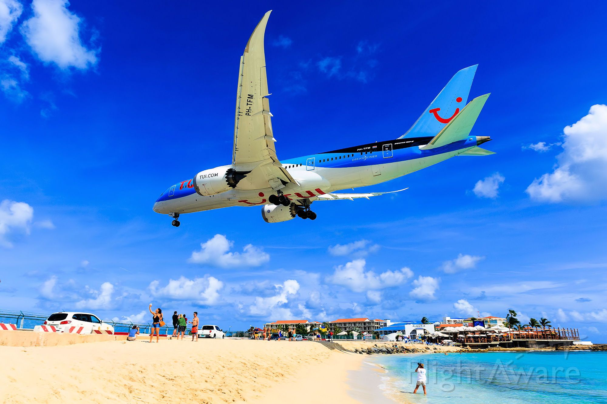 Boeing 787-8 (PH-TFM) - Arkefly/Tui over the maho beach at TNCM