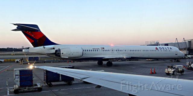 McDonnell Douglas MD-90 (N965DN) - N965DN at the gate at Hartsfield-Jackson Atlanta International Airport
