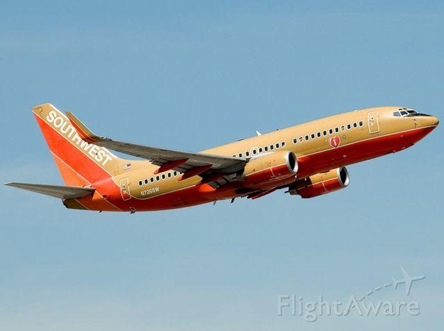 Boeing 737-700 (N726SW) - 3/25/2006