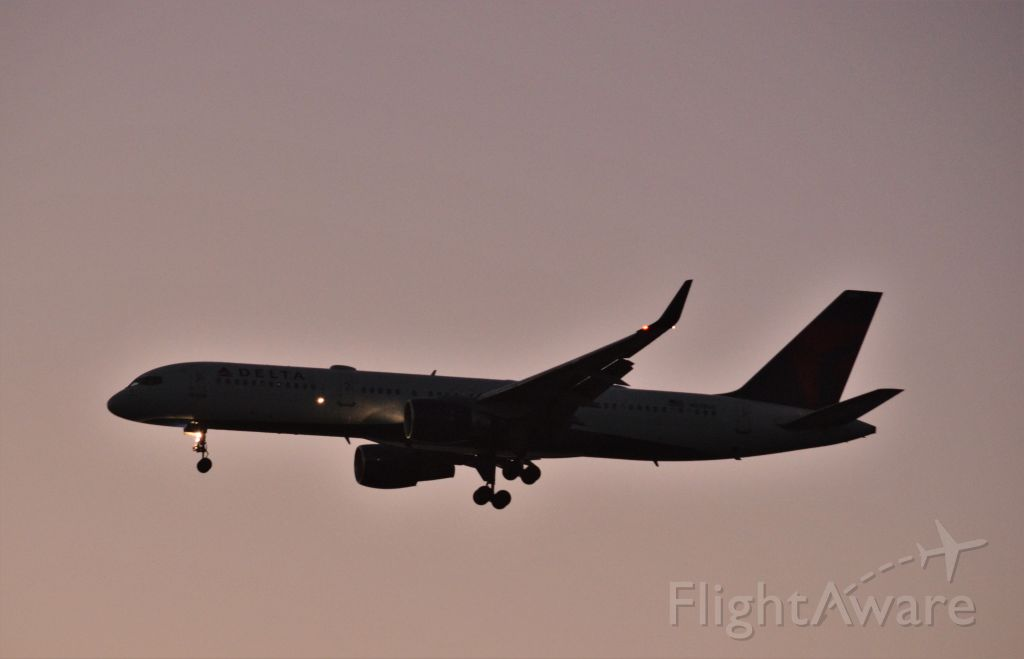 Boeing 757-200 — - lined up at Lihue at sunset