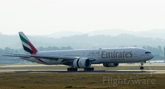 BOEING 777-300ER (A6-ECS)