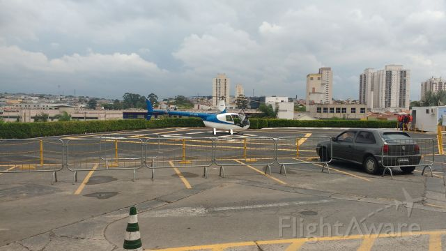 Robinson R-44 (PT-HFS) - A AeroMaster Taxi Aéreo fornece voos a partir de 90 reais no Shopping Aricanduva. Realizei meu primeiro voo nesse simpático R-44. Inesquecível!