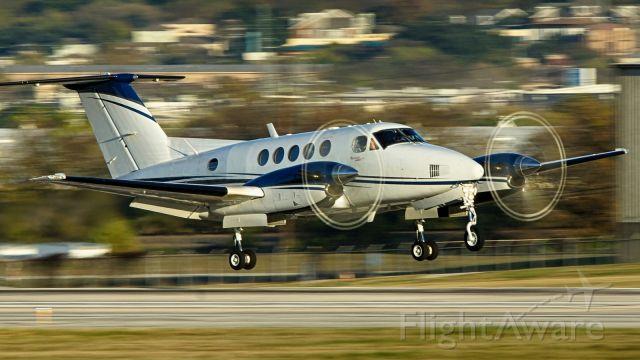 Beechcraft Super King Air 200 (N878RA) - 22 arrival.