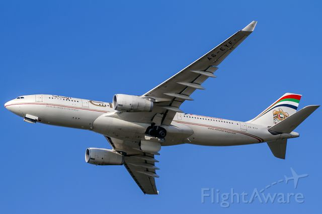 Airbus A330-300 (A6-EYF)