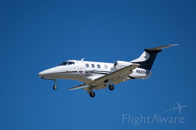 Embraer Phenom 100 (N665AS) - Landing 30L KHOU