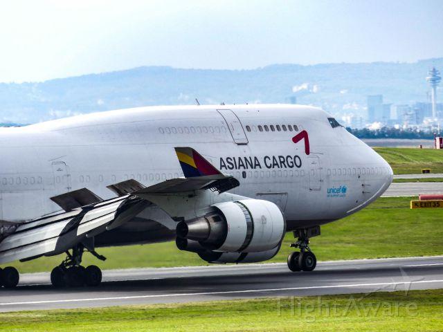 Boeing 747-400 (HL7618) - Asiana Boeing 747-400F [HL7618] Landing VIE RWY34