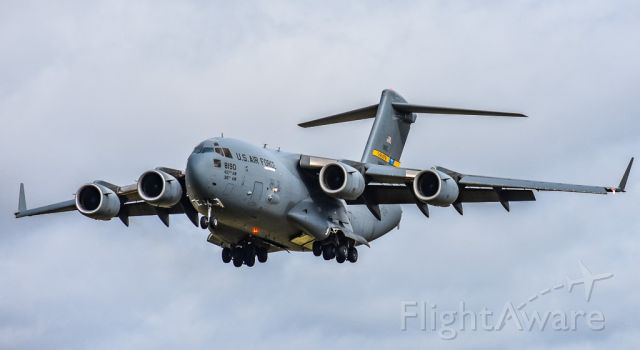 Boeing Globemaster III (98-8190) - Very rare to see C-17s at Mcghee Tyson, so lucky I caught this!