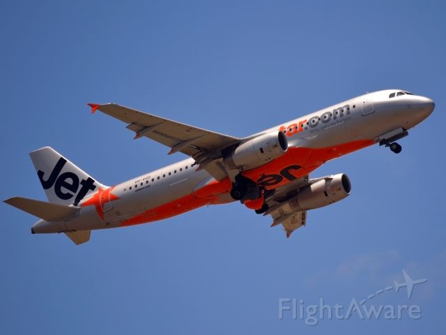 Airbus A320 (VH-VGD) - Getting airborne off runway 23. Monday 19th December 2011.