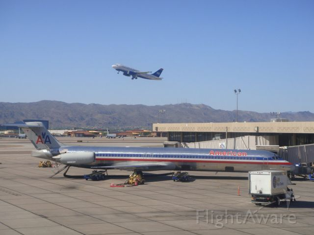 McDonnell Douglas MD-83 (N453AA) - American Airlines MD83 at the gate in Phoenix Sky Harbor.