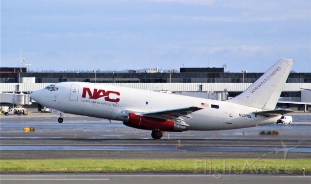 Boeing 737-200 (N320DL)