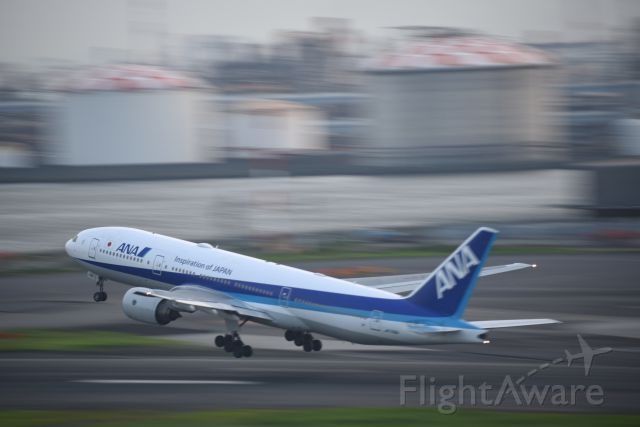 Boeing 777-200 (JA716A) - 30.Jul.2019<br />RWY16/R