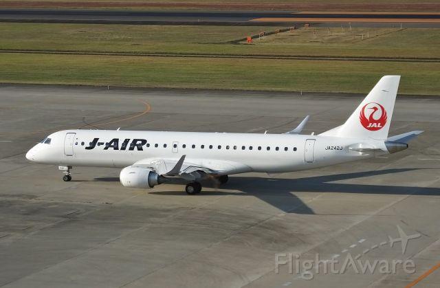Embraer ERJ-190 (JA242J) - Taxing at SDJ (Sendai-Ap Japan) 2016/10/20