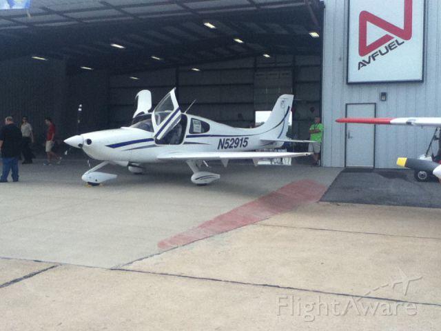 Cessna Skylane (N52915) - N52915 at Joplin,MO by Elliott Pinkham