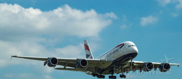 Airbus A380-800 (G-XLEE) - This is G-XLEE on final approach to 27L at EGLL (LHR)